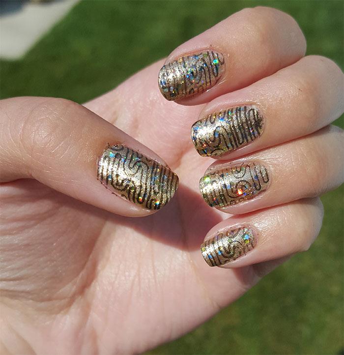 31 day challenge | #31dc2015 | metallic nails | gold nails | avon